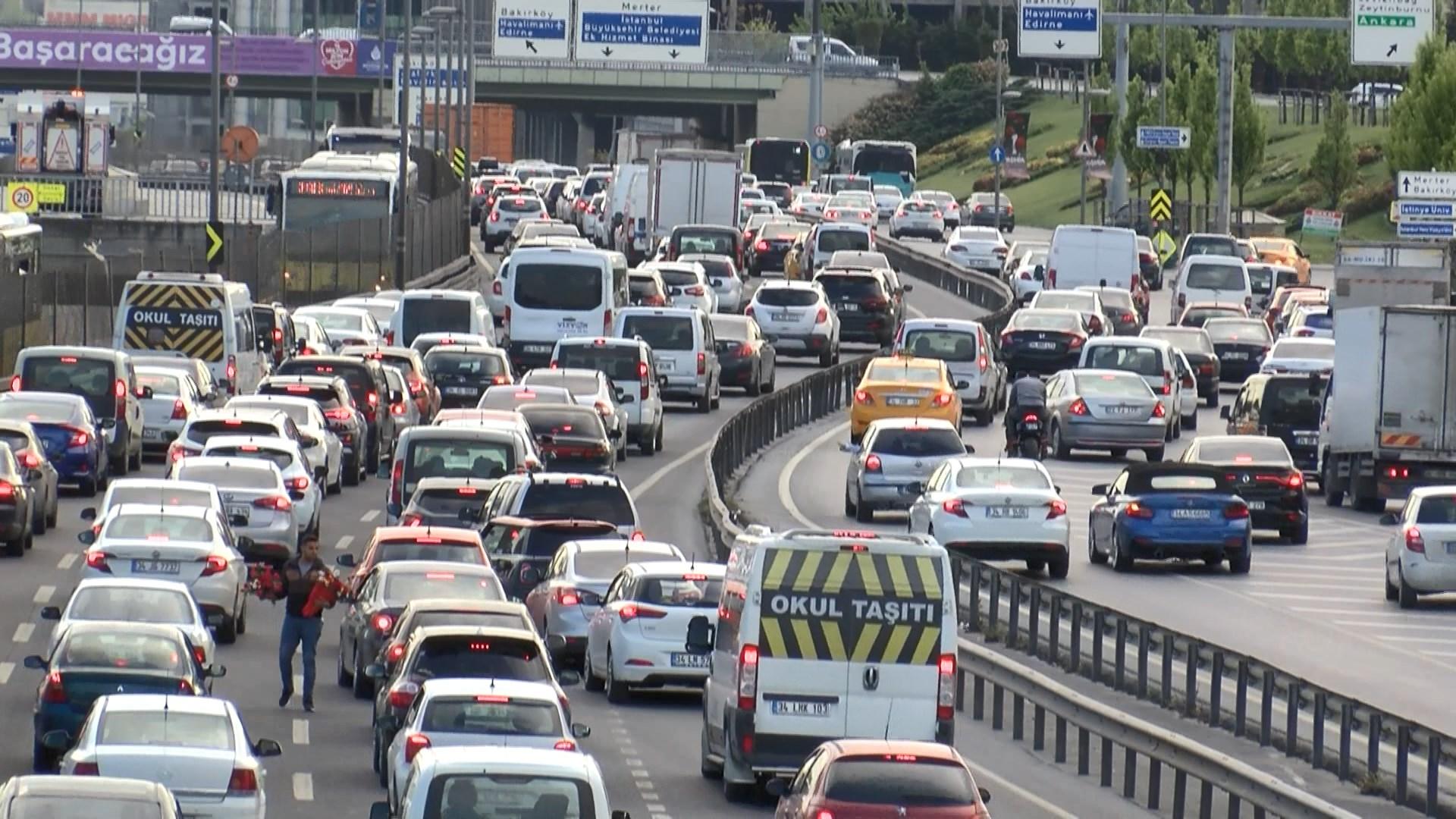İstanbul'da bazı noktalarda trafik yoğunluğu