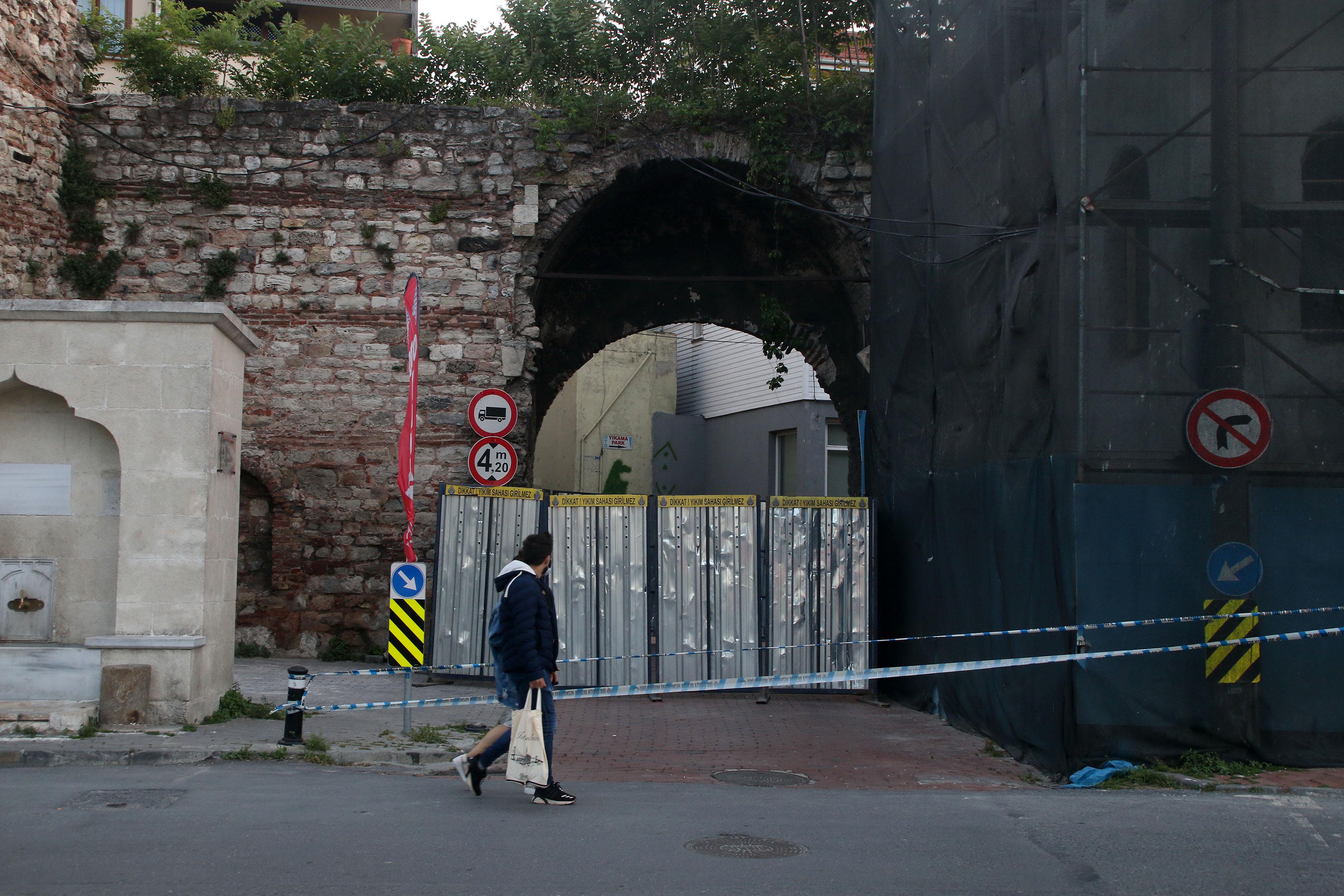 Haliç surlarının Cibali Kapısı araç ve yaya geçişine kapatıldı