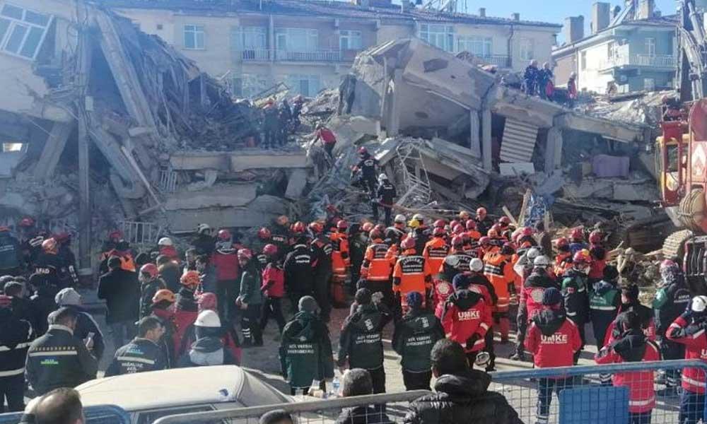 Bakanlık'tan AKP'li kıyağı: Deprem felaketinin fotoğraf çekimi 415 bin lira!