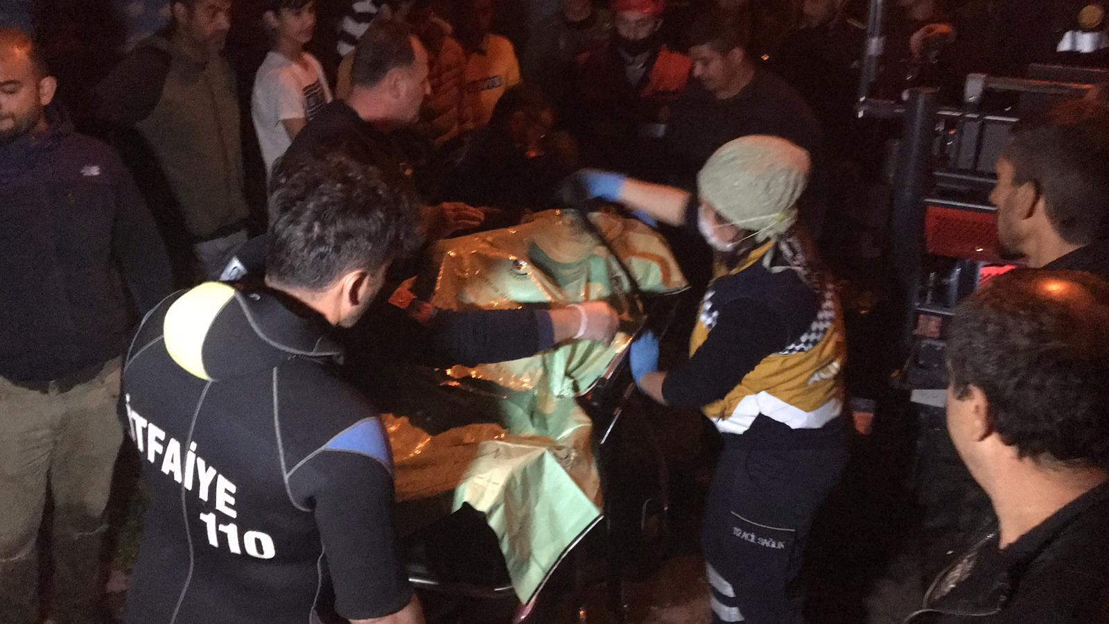 Tekme attığı korkuluk kırılınca dereye düşüp yaralandı