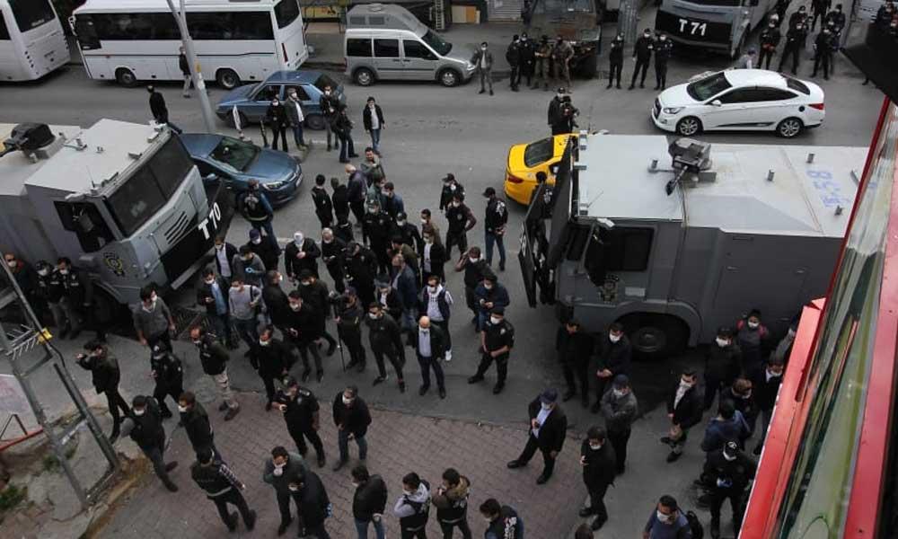 İbrahim Gökçek'in cenazesine polis müdahalesi! Cemevi'ne gaz bombası atıldı, gözaltılar var