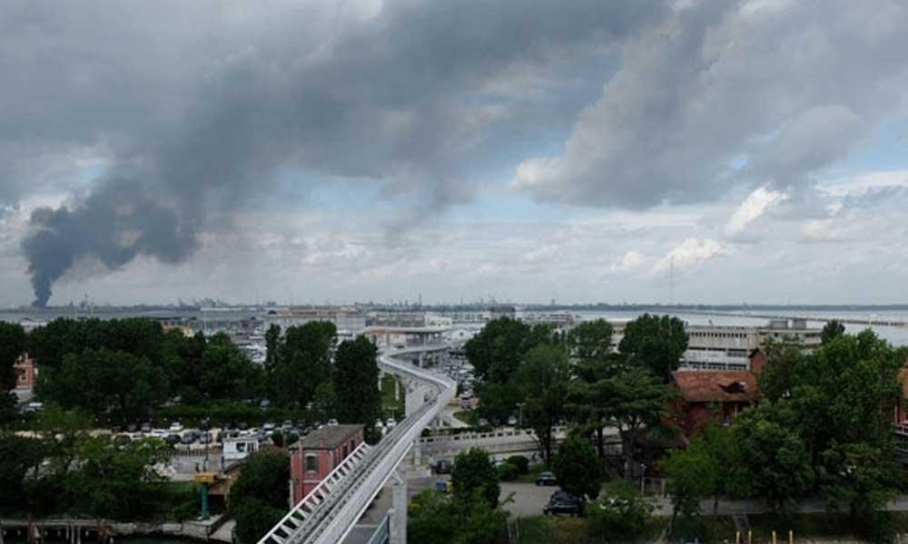 İtalya'da kimyasal fabrikada patlama!