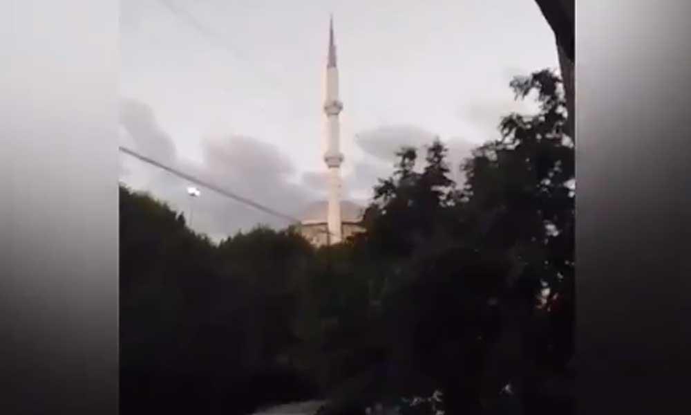 İzmir'de camide yine provokasyon! Bu kez de Selda Bağcan çaldılar