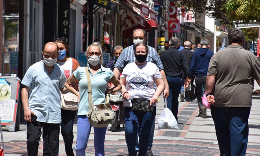 Bilim Kurulu Üyesi üç şehirde yasakların daha geç kalkacağını açıkladı