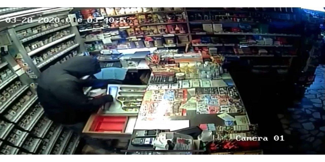 Market hırsızlarının çelik kasayı götürme anları kameraya yansıdı