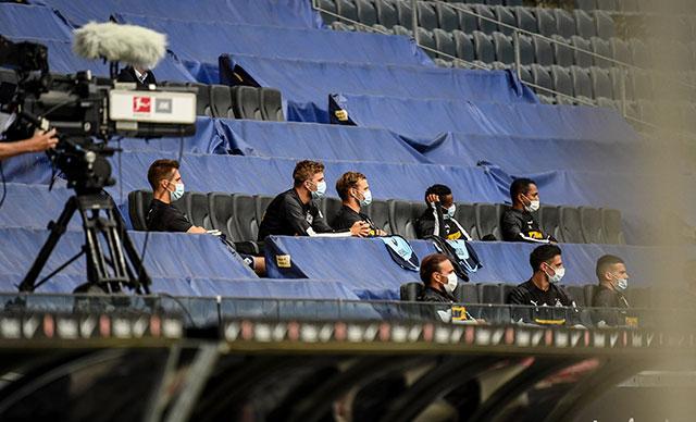 Bundesliga tüm hızıyla devam: Mönchengladbach zirve yarışını bırakmadı