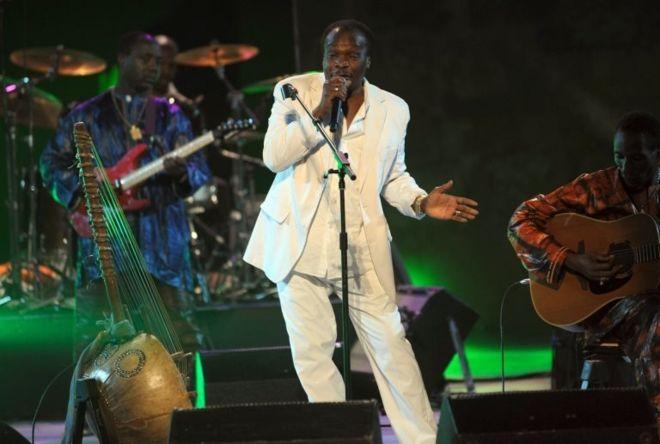 Afrika müziğini dünyaya tanıtmıştı… Mory Kante hayatını kaybetti