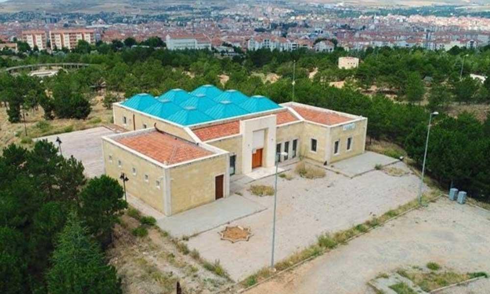 Bakanlığın CHP'ye devretmediği tabiat parkının ortasına düğün salonu yapıldı
