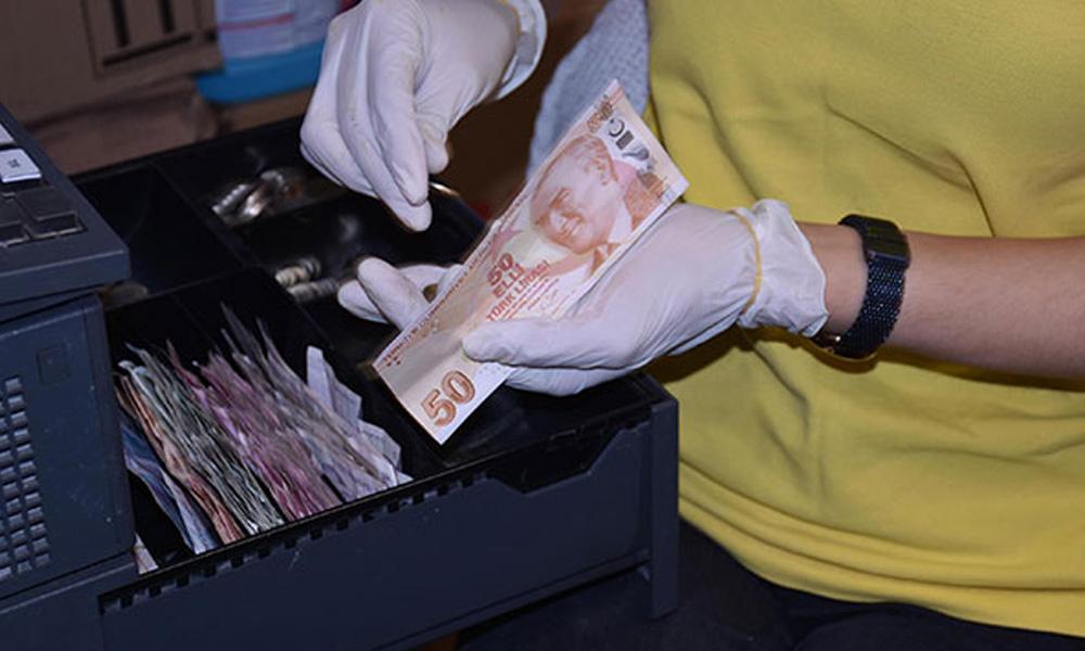 Uzmanlardan uyarı: Para sayarken parmağınızı yalamayın!