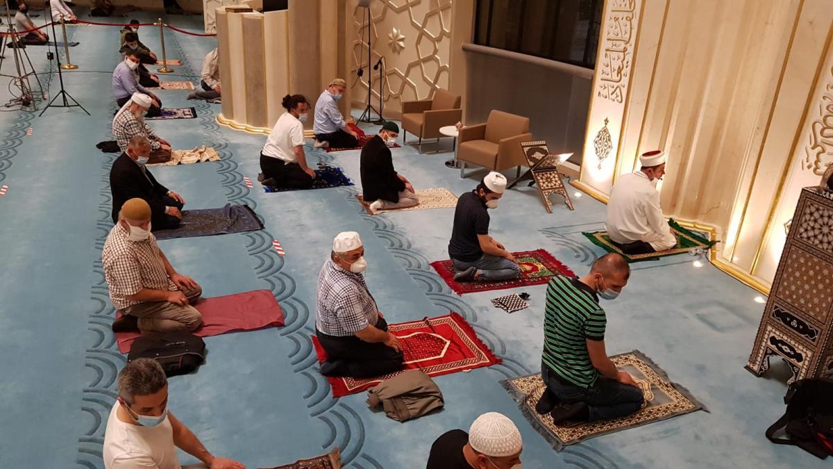 Prof. Dr. Ceyhan'dan, camide ibadet edeceklere 8 öneri