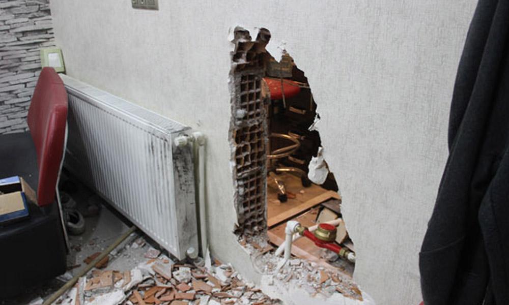 Duvarı kırıp hırsızlık yaptılar…
