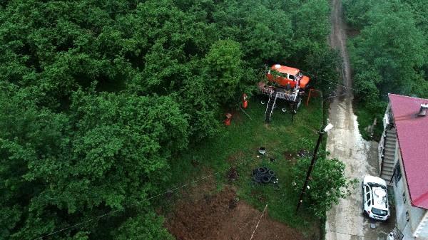 Seyir terasına çevirdiği minibüs, pandemide 'izole evi' oldu
