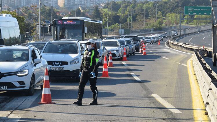 İstanbul'da her araç tek tek durduruldu