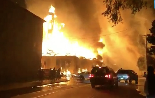 ABD'de tansiyon yükseliyor! mağazaları ateşe verdiler