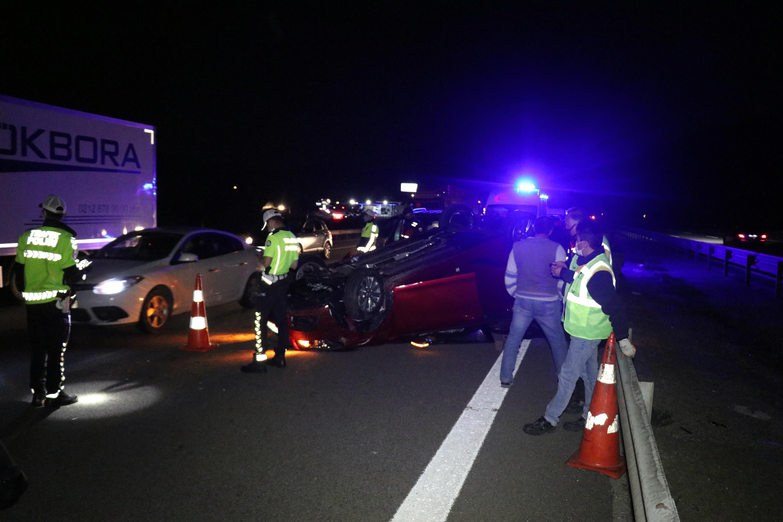 TEM'de hafif ticari araç ile otomobil çarpıştı: 5 yaralı