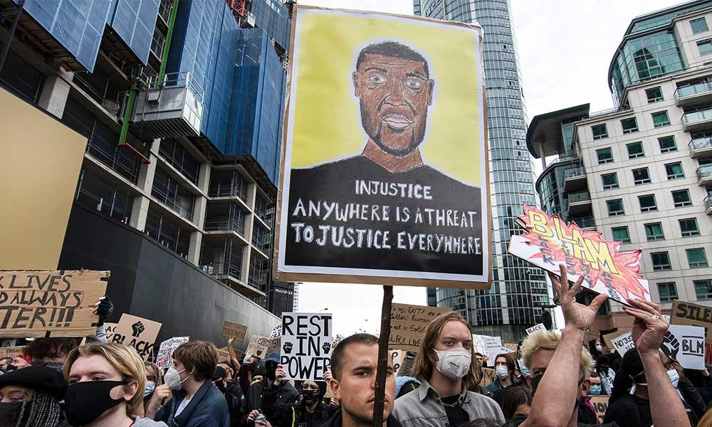 İngiltere'de halk ırkçılığa karşı sokağa çıktı
