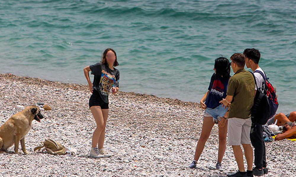 Kısıtlama kalktı… Çocuklar sahillere akın etti!