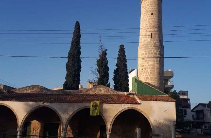 Akıncı: Rum yönetimi, camiye Bizans bayrağı asanların peşini bırakmamalı