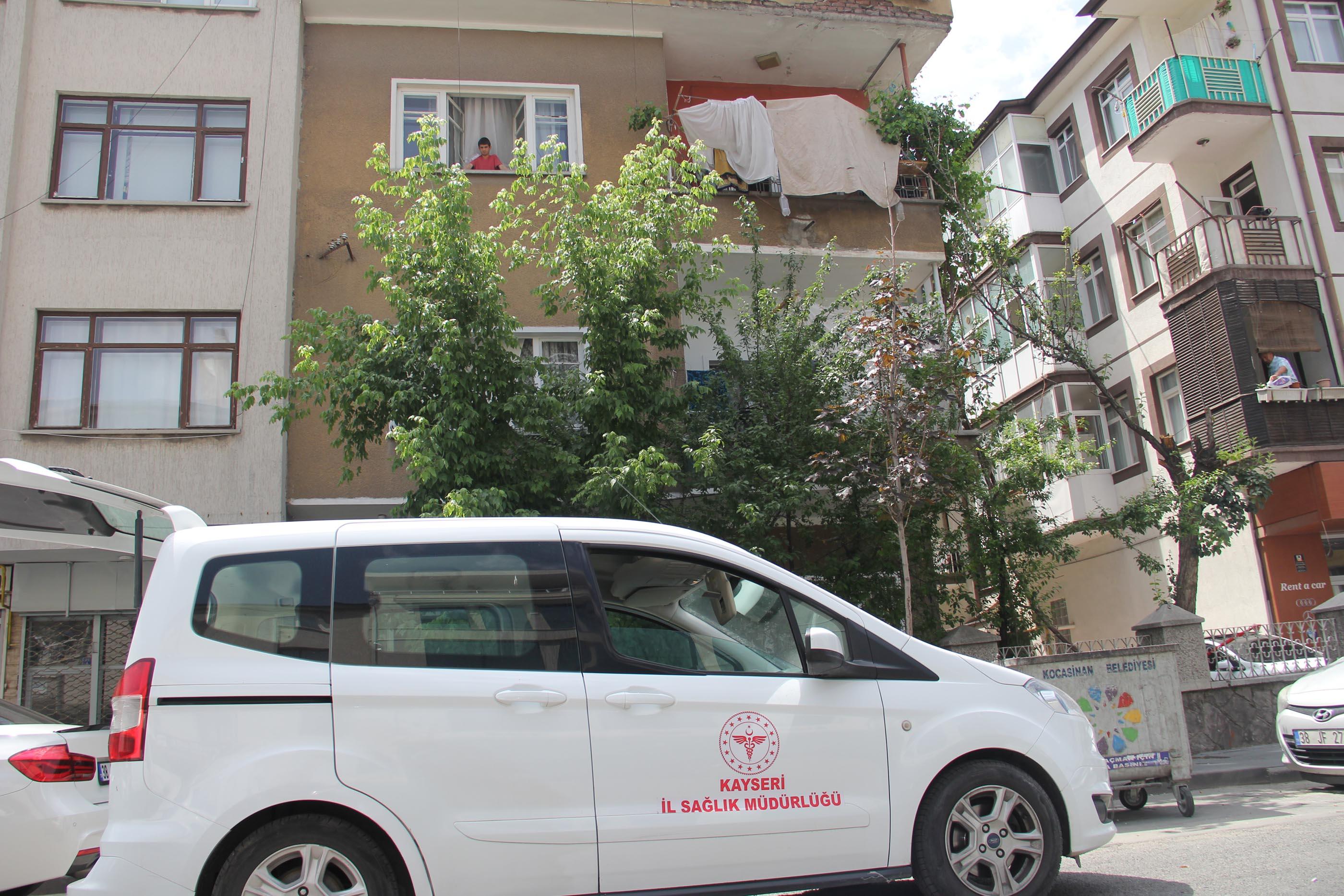 Kayseri'de, 3 katlı apartman  karantinaya alındı