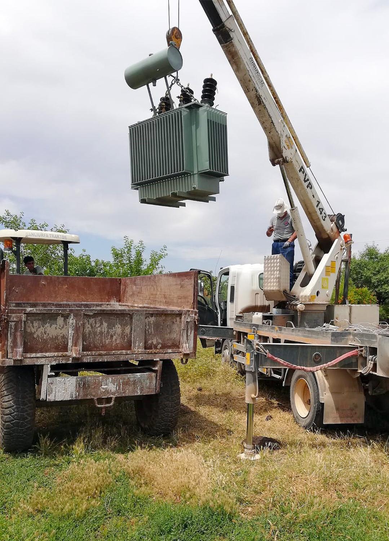 Traktör römorklarına yüklenmiş 3 kaçak elektrik trafosu bulundu