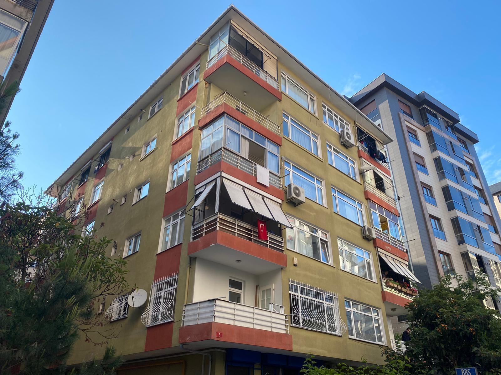 Kadıköy'de kadın cinayeti! Eşini boğarak öldürdü