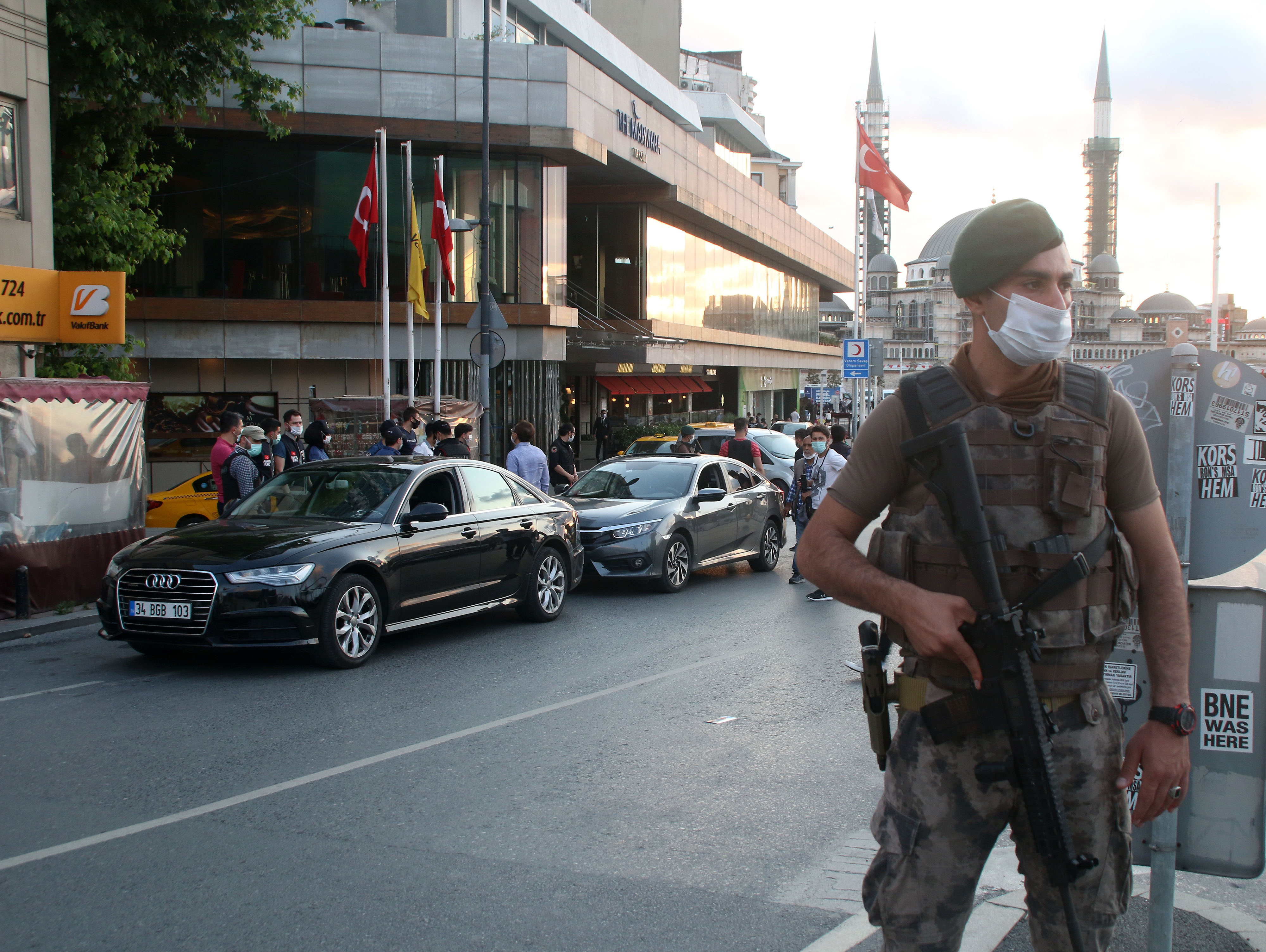 İstanbul'da 5 bin polisin katılımıyla 'Yeditepe Huzur' denetimi