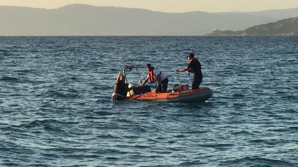 Hesabı ödememek için denize atlayıp adaya yüzmeye çalıştı
