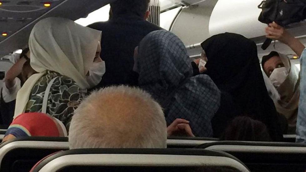 THY uçağında 'sosyal mesafe' isyanı: Uçak tıklım tıklım dolu, boş koltuk yok