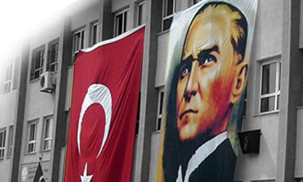 23 Nisan'da okula Türk Bayrağı astıran öğretmene soruşturma