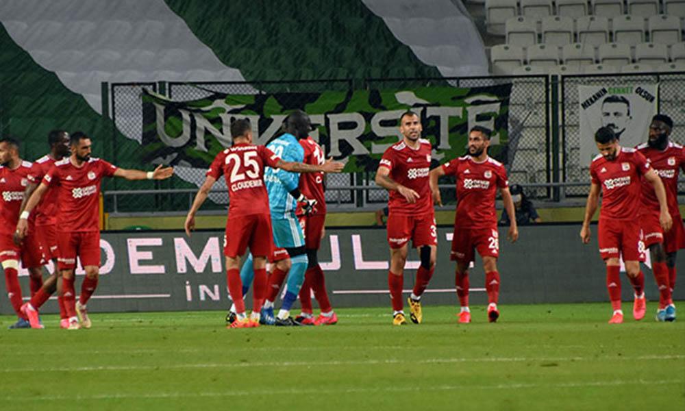 Sivasspor son anda puanı kurtardı! Konyaspor ateş hattında kaldı