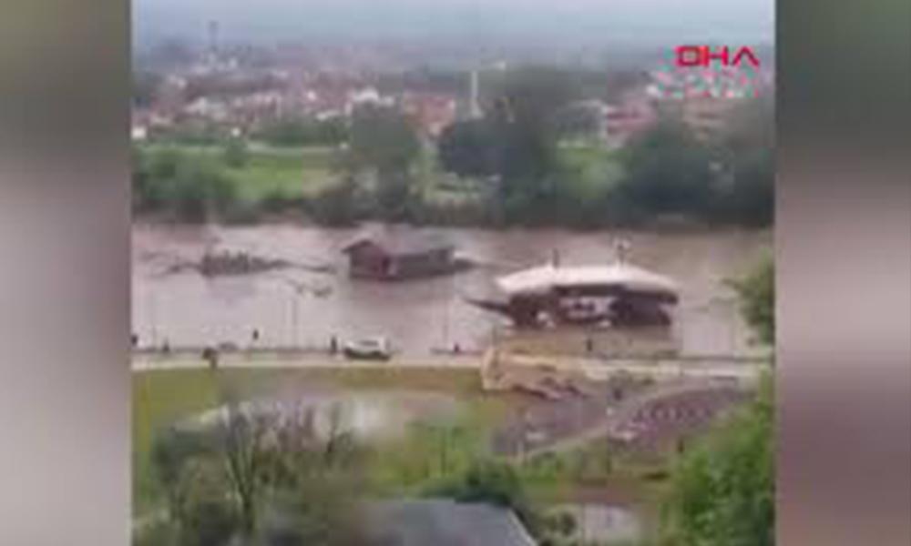 Sırbistan sele teslim! 15 kentte OHAL ilan edildi…