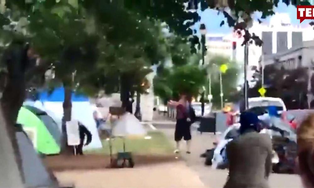 ABD'de protestoculara silahlı saldırı kamerada!
