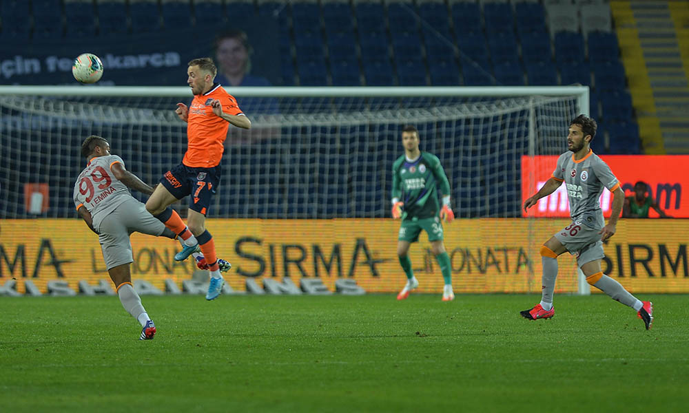 Galatasaray galibiyeti unuttu! Başakşehir fırsat tepti