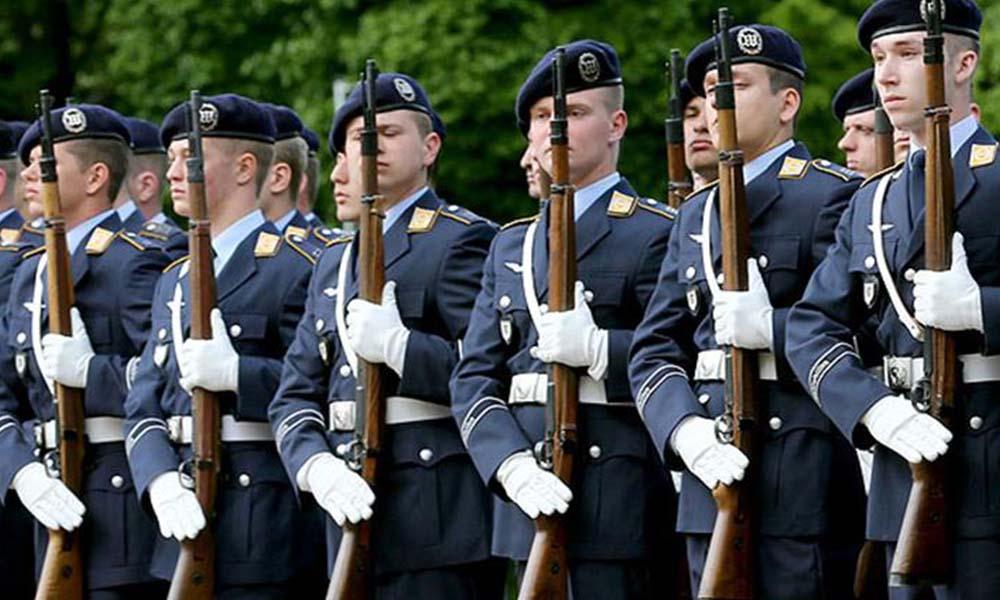 Irkçı bir askerin 17 isimlik liste yaptığı ortaya çıktı
