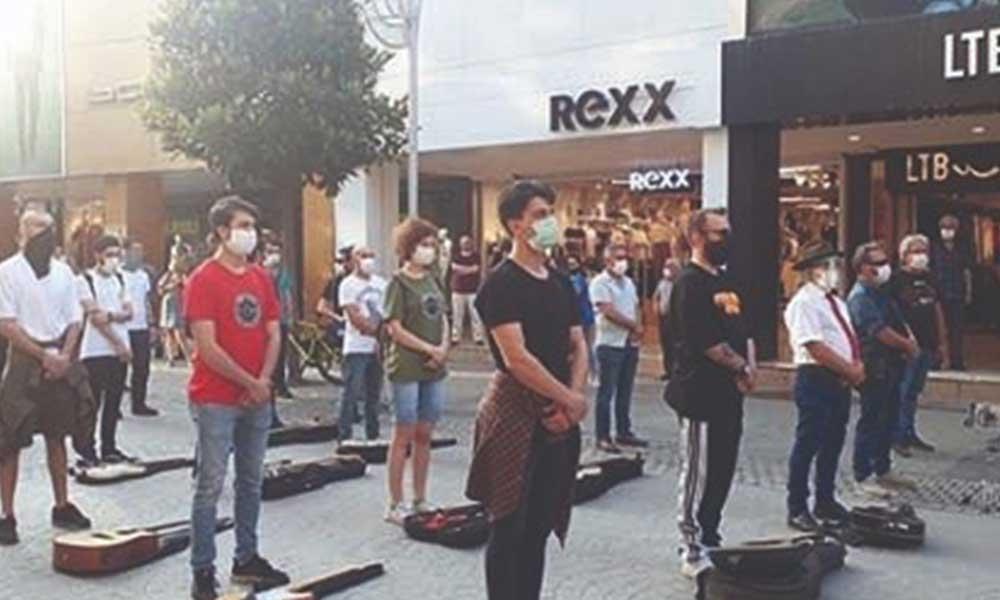 """Müzisyenler işsizliğe 1 dakikalık """"Müziğin Sessizliği"""" duruşu ile isyan etti"""