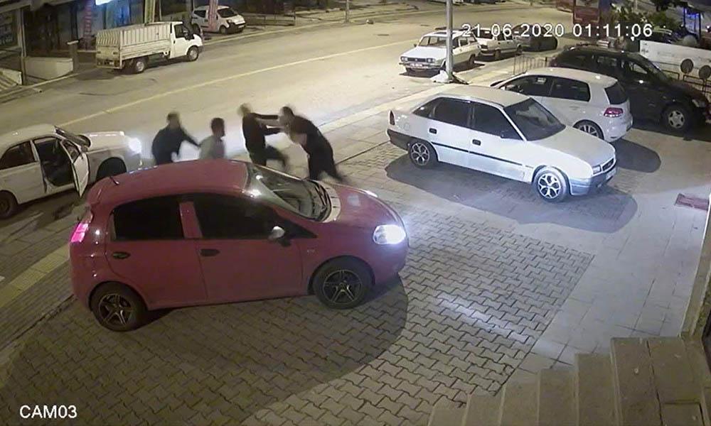 Yanlış adama çattılar! 3 kişiyi 30 saniyede yere serdi