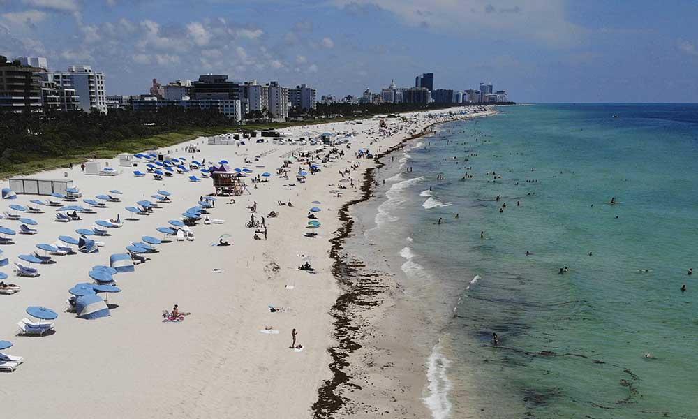 Normalleşme sonrası vaka sayısı artan ABD'de sahiller yeniden açıldı