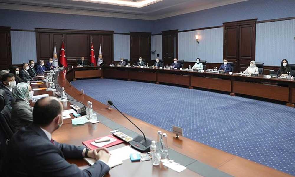 Baro taslağı AKP'yi böldü