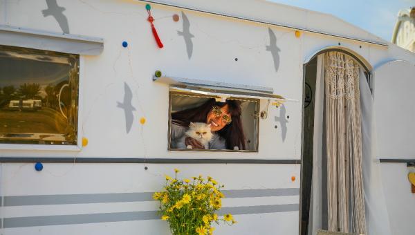 Antalya'da karavanlar şikayet üzerine araziden çıkartıldı