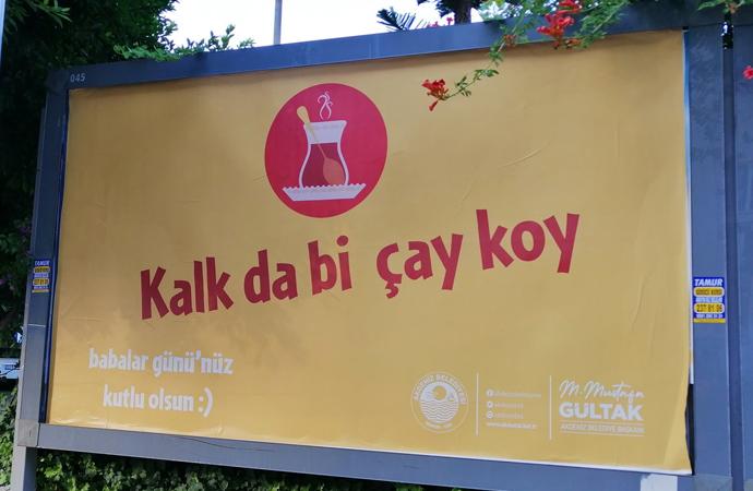 Akdeniz Belediyesi'ndeki cinsiyetçi afişler tepki çekti!