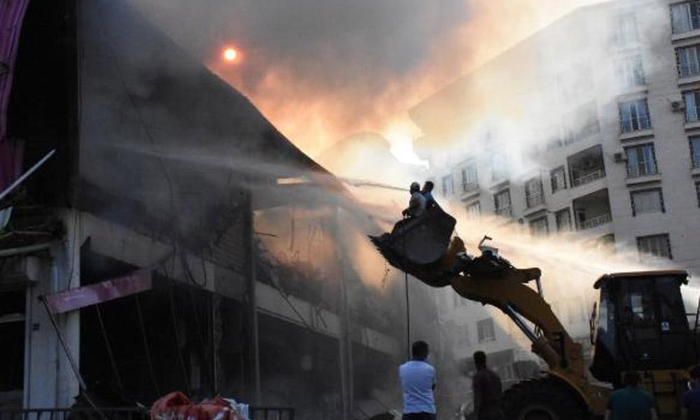 AVM'de yangın… TOMA'larla söndürüldü!