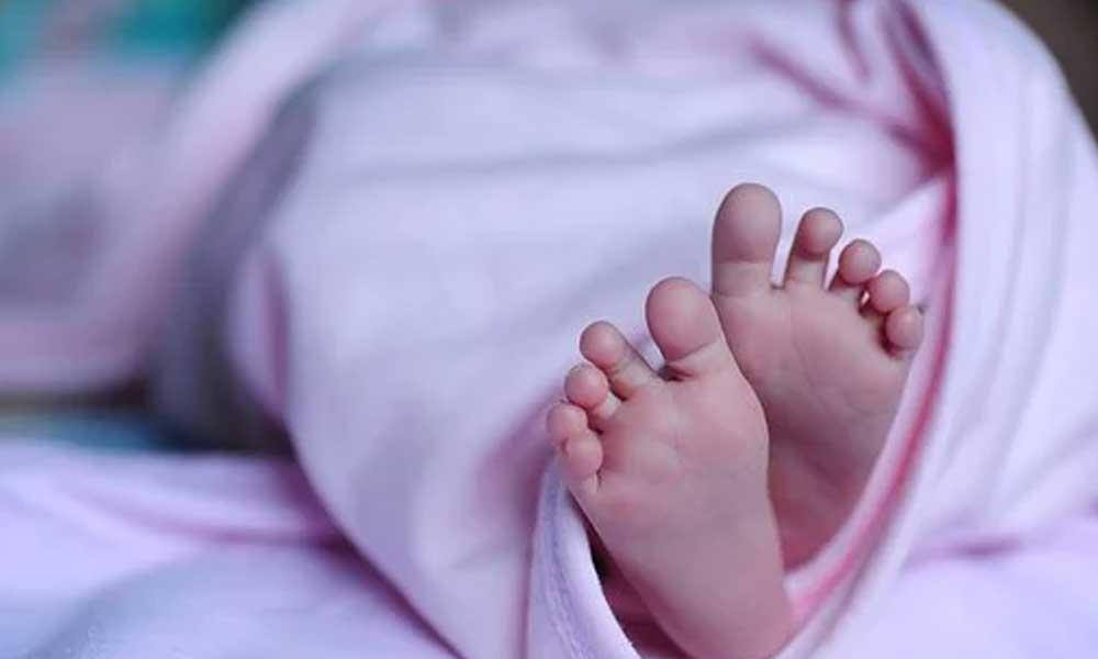 Sağlık otoriteleri şaşkın… Üçüz bebekler koronavirüse yakalandı
