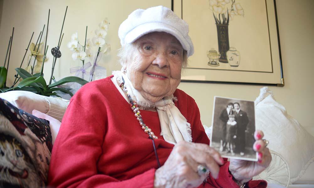 Sümerolog Muazzez İlmiye Çığ'ın 107. yaş gününde, 107 keman sanatçısı aynı ezgiyi çaldı