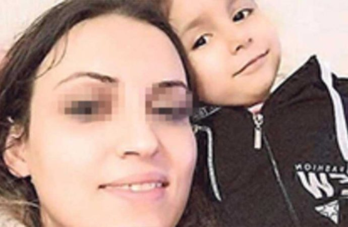 4 yaşındaki kızını ağzına tülbent sokup yastıkla boğdu