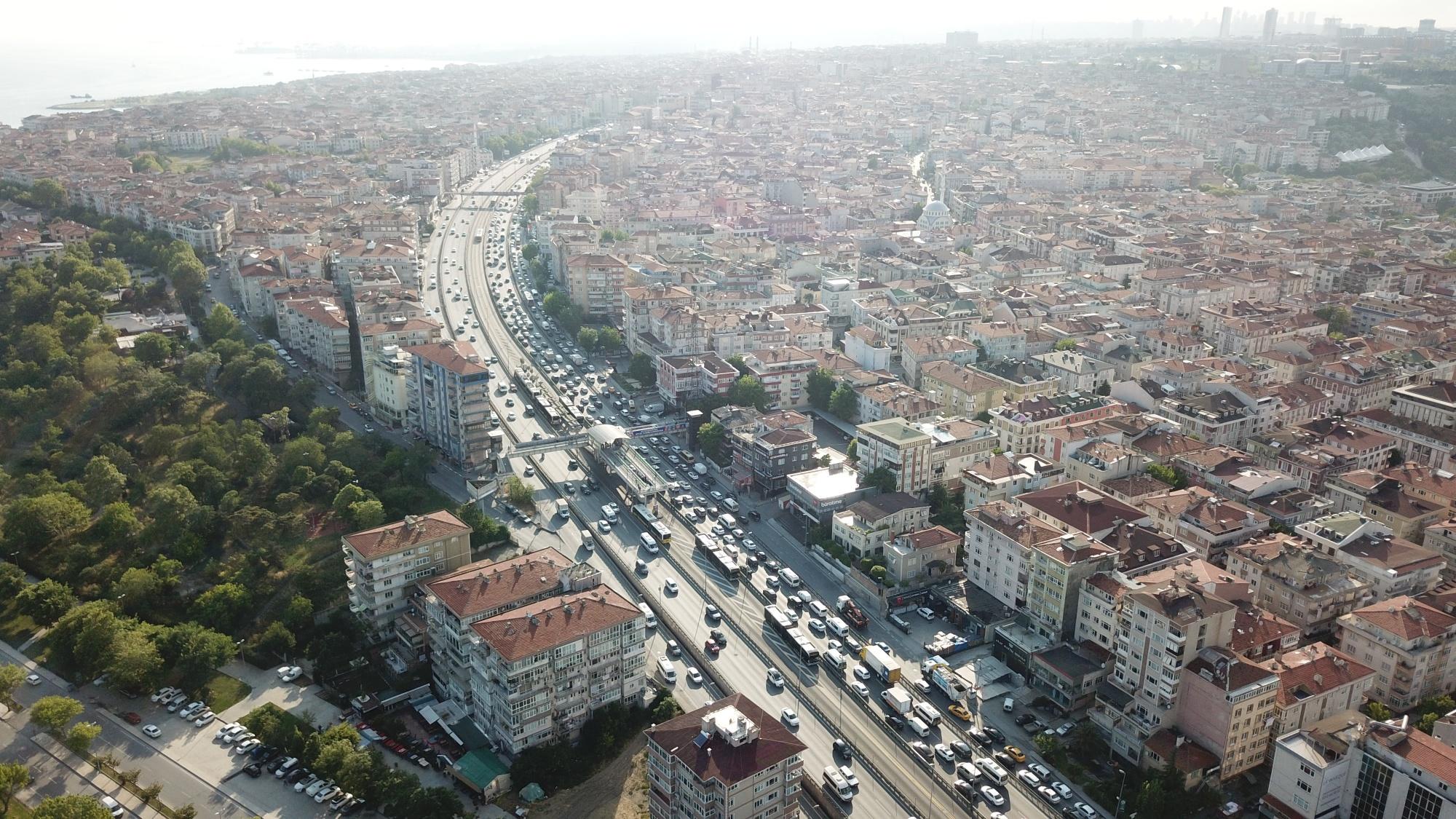 Yeni normalin ilk gününde İstanbul'da trafik yoğunluğu