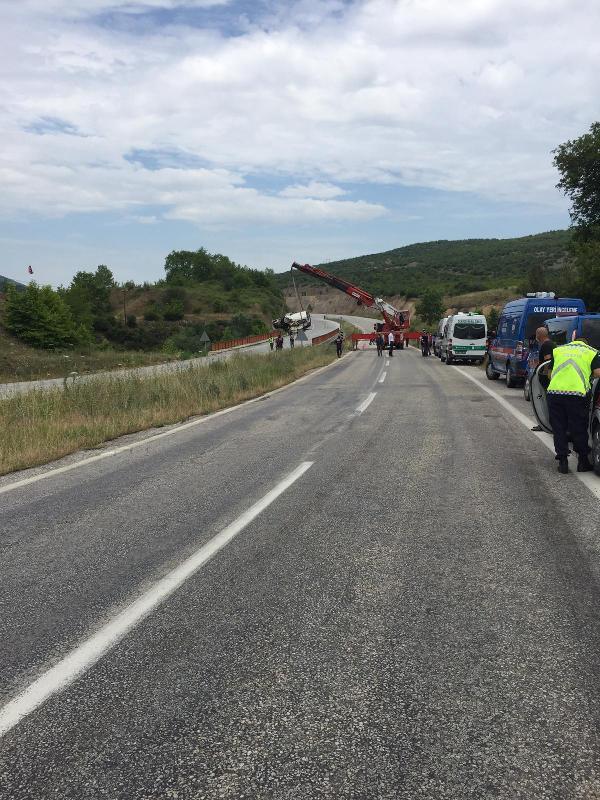 Tatil yolunda kaza: Aynı aileden 6 kişi öldü