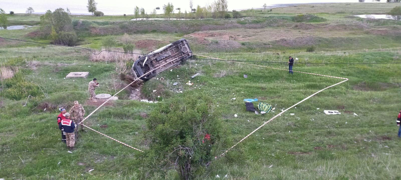 Sivas'ta cenaze aracı devrildi 1 ölü
