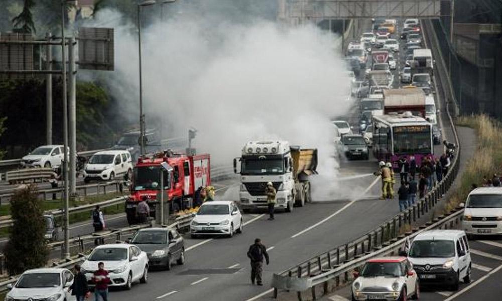 Haliç Köprüsü'nde trafiği kilitleyen yangın!