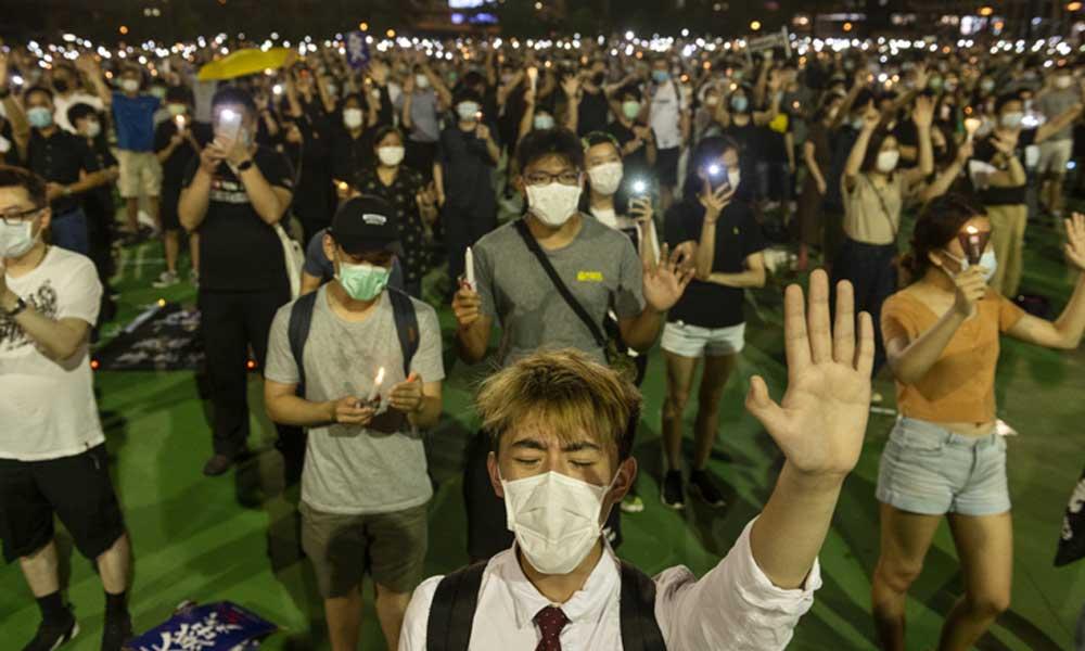 Hong Kong'da yasağa rağmen binlerce kişi Tienanmın Meydanı'ndaki katliamı andı