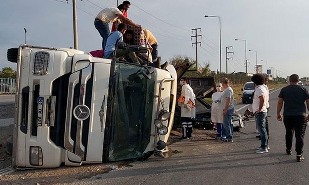 Hurda yüklü kamyon kaza yaptı: 3 yaralı